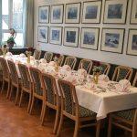gedeckter Tisch im Klostergasthof St.Ottilien